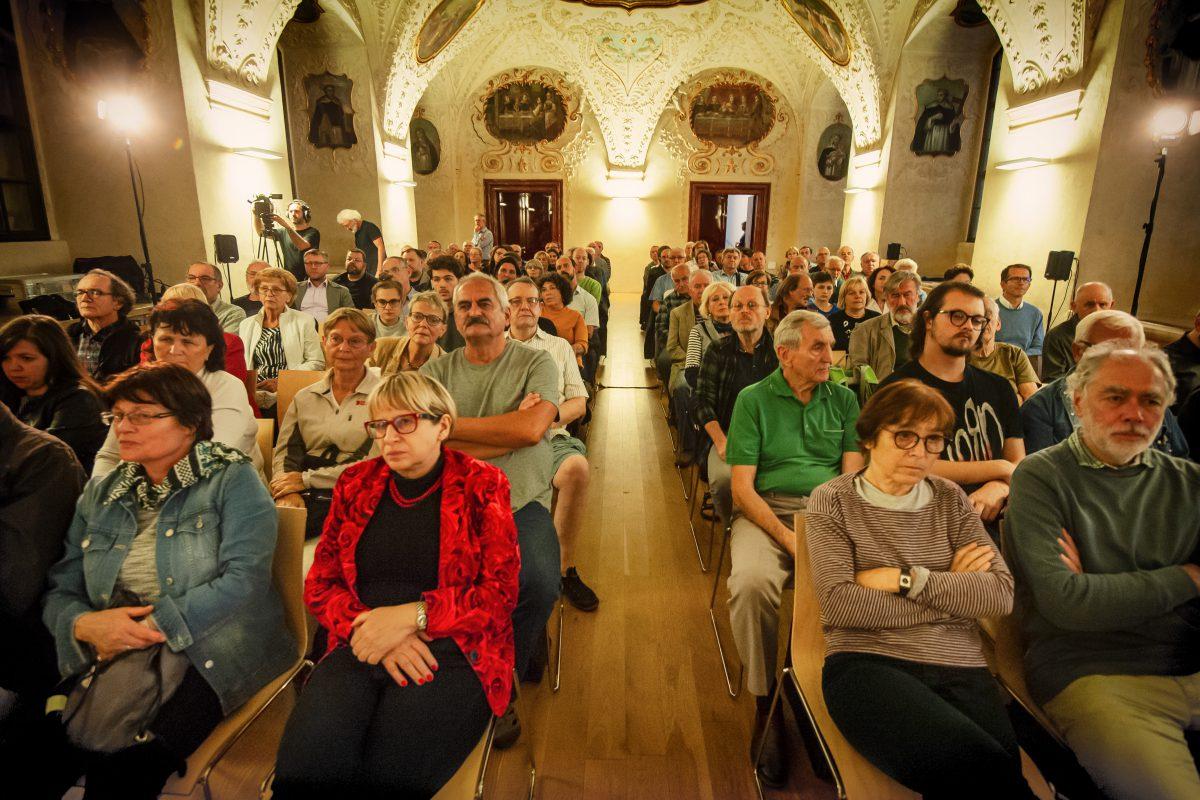 Fotogalerie z debaty 25. září 2019 vDominikánském klášteře sv. Jiljí