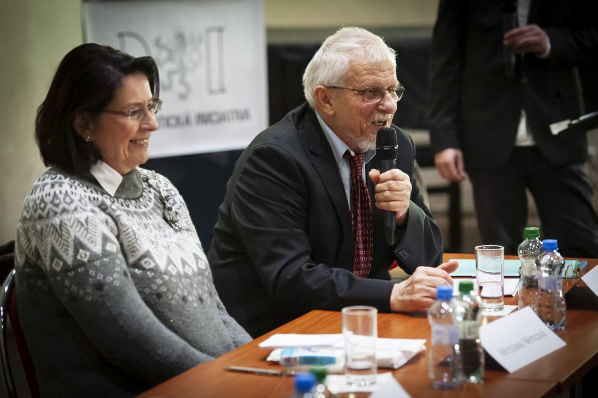 """Úvodní slovo Bohumila Doležala nadiskusním večeru """"V čem mohou spolupracovat demokratické strany"""""""