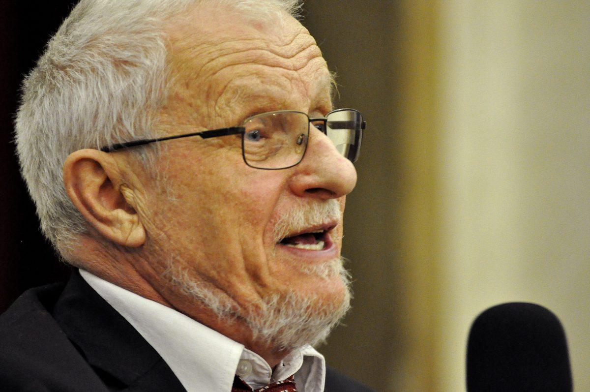 Doporučte odmítnout zdanění náhrad církvím, řekl Bohumil Doležal senátorům